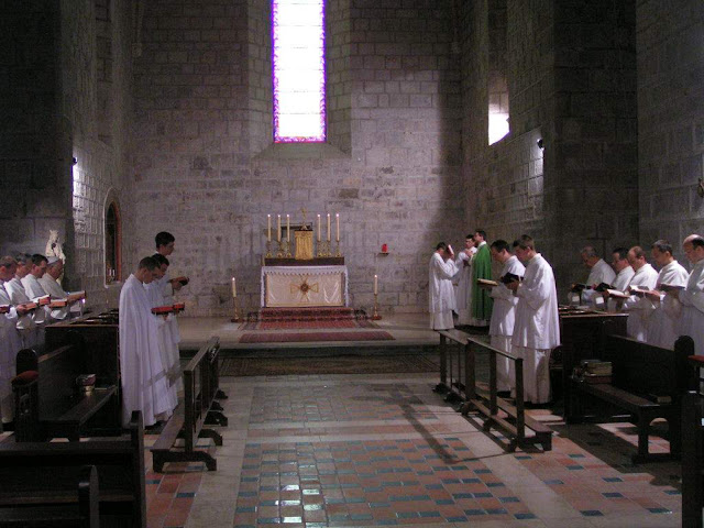 Os mosteiros foram o refúgio da cultura e da ciência. Abadia de Lagrasse, França