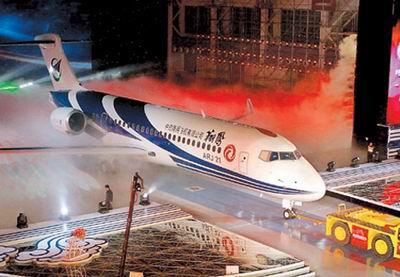 O Xiangfeng ou 'Vôo da Fênix' (nome técnico: ARJ21-700) no dia de seu lançamento em 2008