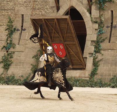 Anacronismo creativo, cavaleiro medieval, Loire