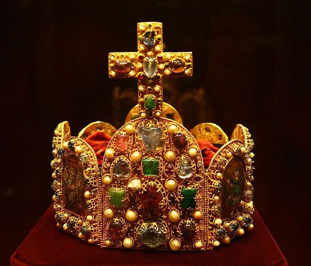 Coroa do Sacro Império. Schatzkammer Tesouro no Palácio Hofburg, Viena.