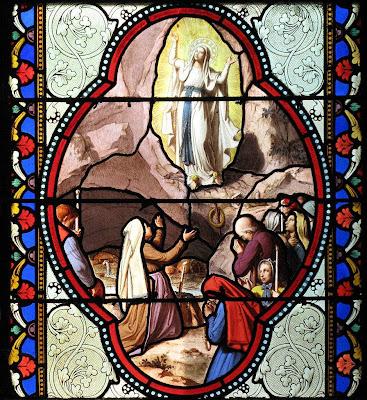 Lourdes, vitral da basílica superior
