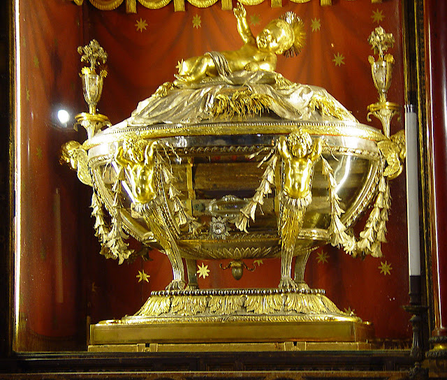 Relíquias do presépio de Belém, em artística urna. Basílica de Santa Maria Maggiore, em Roma.
