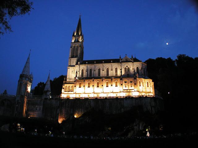 Santuário de Lourdes pela noite