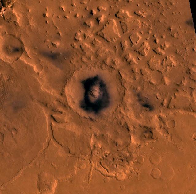 Cratera Moreux, Marte, foto NASA