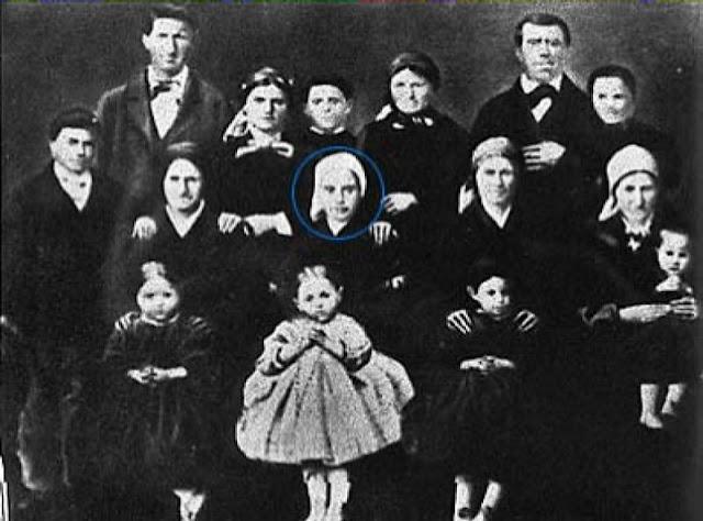 Santa Bernadette com sua família