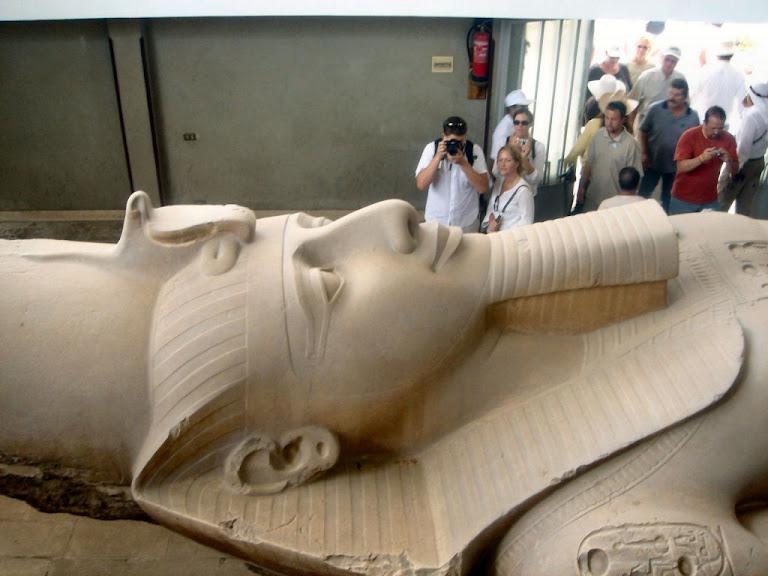Estátua do faraó Ramsés II, Cairo