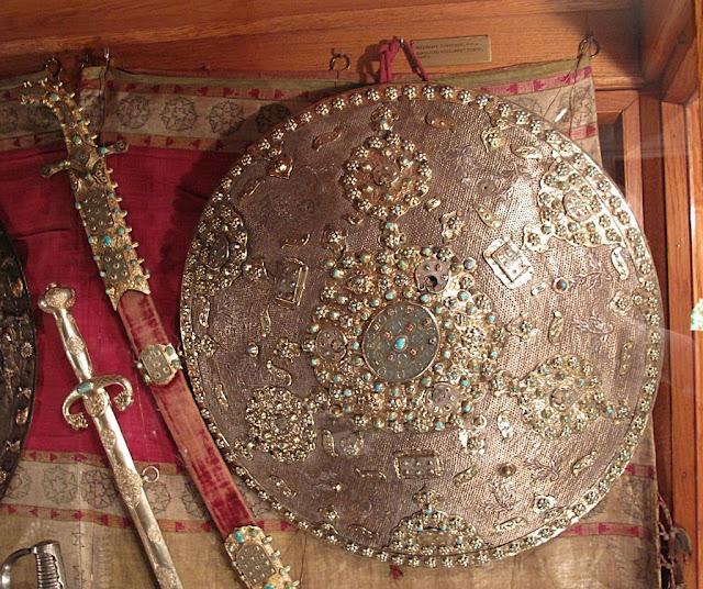 Escudo e armas turcas, troféus de guerra no Museu Czartoryski, Cracóvia