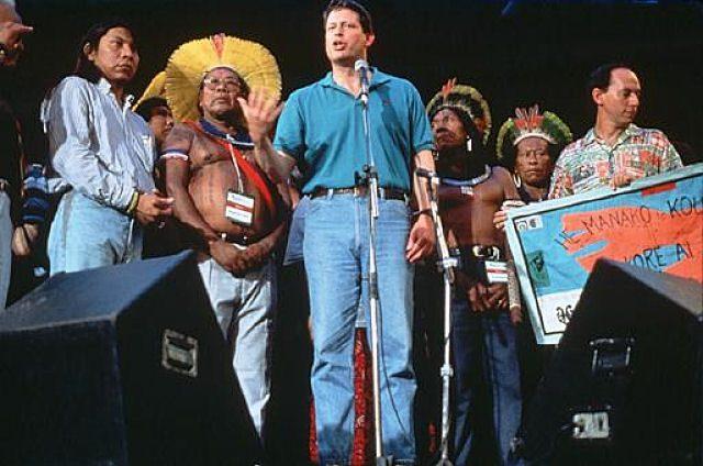 Al Gore, então vice-presidente dos EUA, foi grande promotor das ONGs porta-bandeiras da irracionalidade na ECO-92