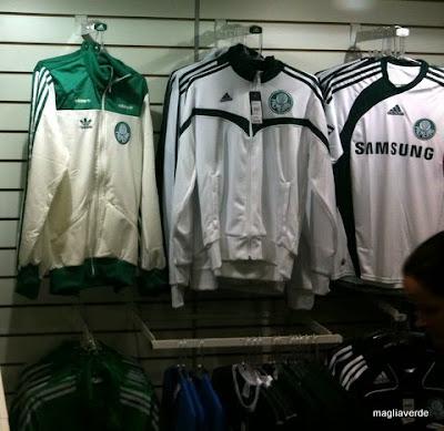 a18b35937f8d9 O palestrino Rodrigo Fortes nos traz novidades. A loja que fica dentro do  Palestra também já está vendendo a jaqueta vintage branca e verde.