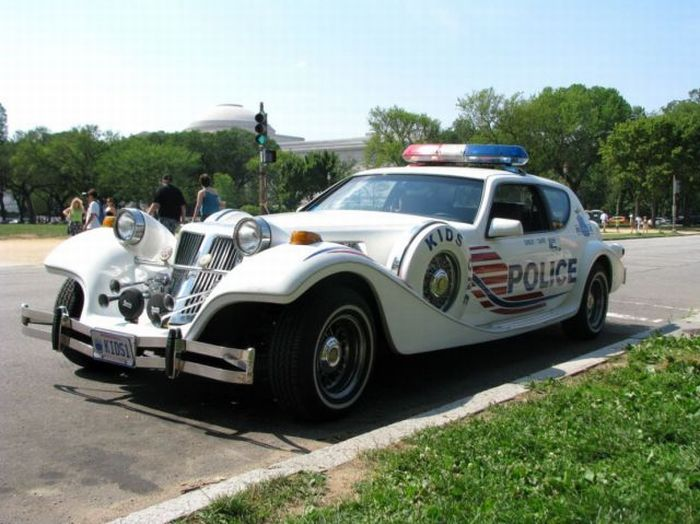 27 strange and funny police cars curious funny photos pictures. Black Bedroom Furniture Sets. Home Design Ideas
