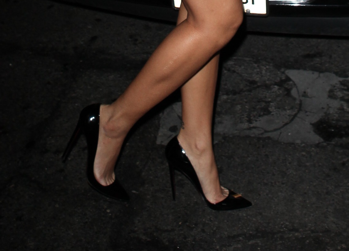 Rihanna Toes: The Toe Cleavage Blog: Black Louboutin Pigalle Week