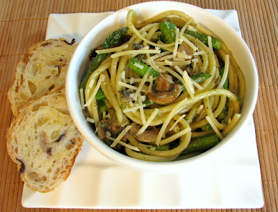 Pasta with Mushrooms and Asparagus in a Pesto Sauce