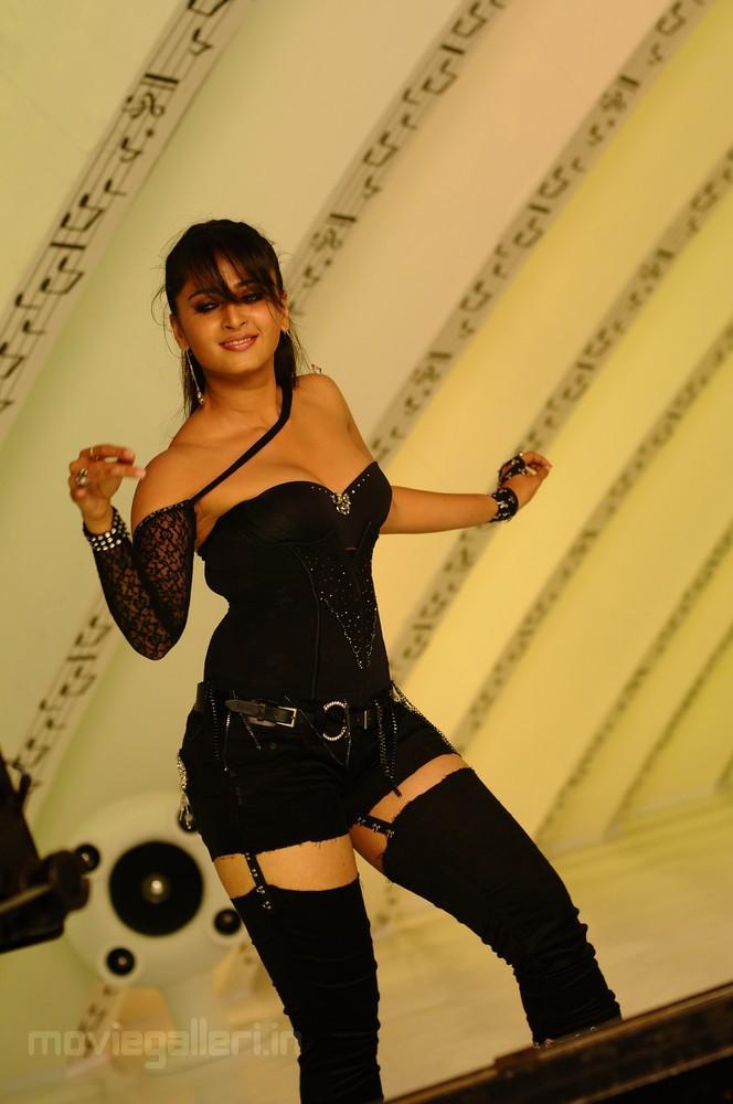 Anushka Hot Ragada Images
