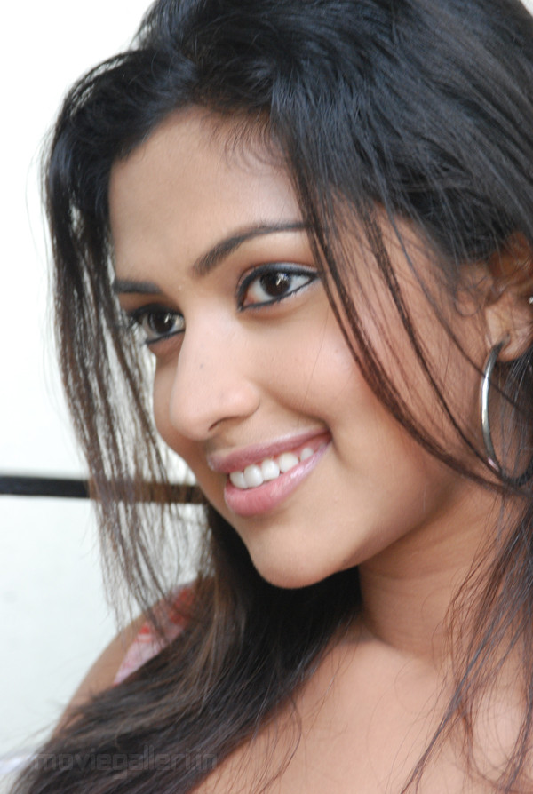 Cute Wallpapers Of Wofe Mynaa Actress Amala Paul Latest Pictures New Movie Posters