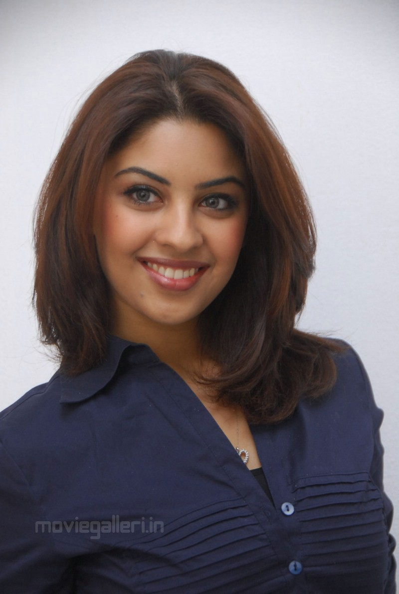 Cute Tamil Actress Wallpapers Richa Gangopadhyay Latest Photo Shoot Stills New Movie