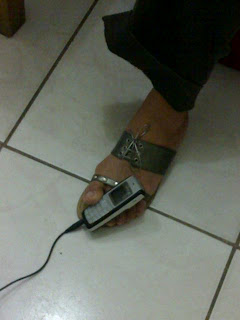 Cellphone holder using foot