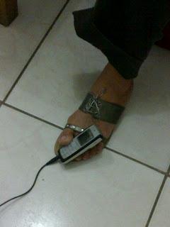 Cellphone holder using foot