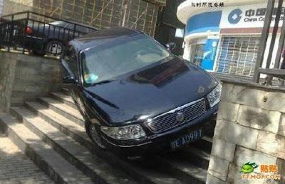 Foto Gambar Cara Parkir Mobil Super Hebat Susah Ditiru Pasti Ditangkap Polisi Car Parking Super Cool Picture