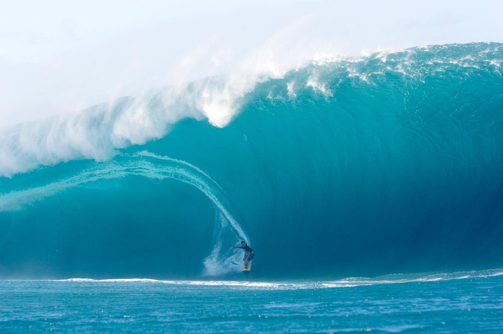 Haciendo Surf En Olas Gigantes