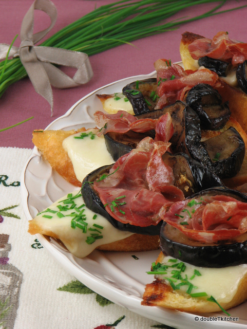 Bruschette s patlidžanima, sirom i buđolom