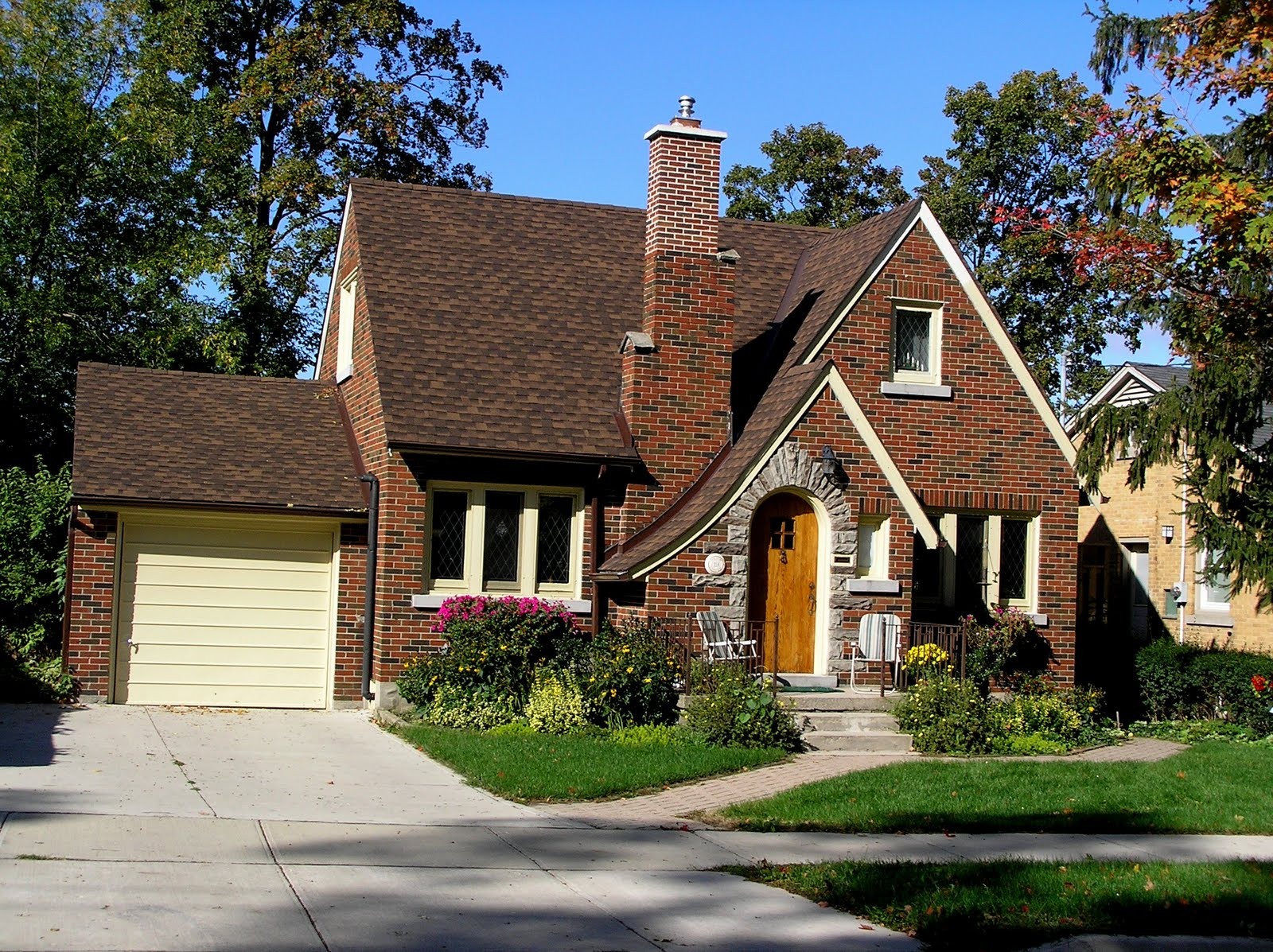 A field guide to building watching august 2009 - What is a bungalow style house ...