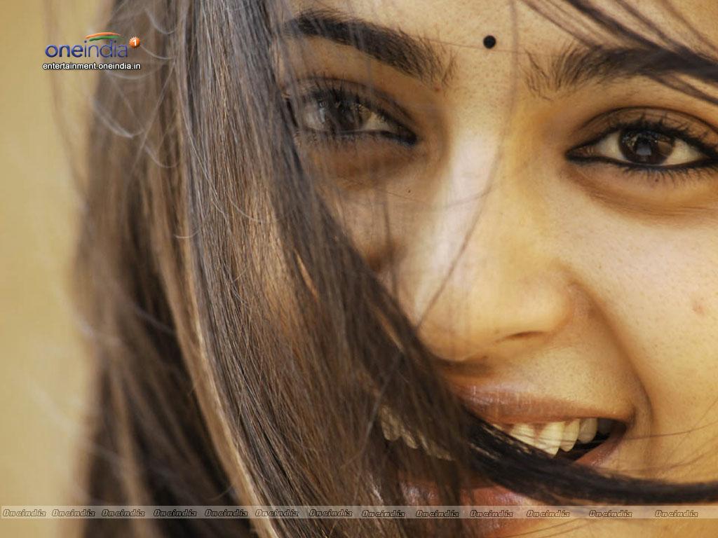 Latest tamil movie video songs, lyric videos | cine cluster.