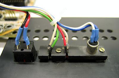 Способ крепления кнопок и светодиодов на передней панели. Можно сделать и по-другому.
