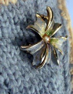 Vintage flower brooch with blue coating