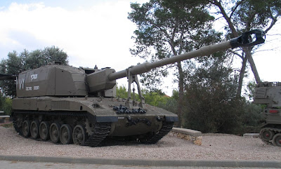 military picture 155mm heavy artillery on the merkava. Black Bedroom Furniture Sets. Home Design Ideas