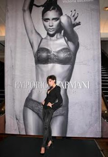 Descubre De Todo Un Poco Victoria Beckham Se Desnuda Para Armani