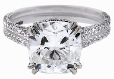 E quanto ao anel solitário (aquele com uma única pedra de diamante),diz a  história que até o século XIV, os diamantes eram usados somente pelos  homens, ... 0ab6006b41