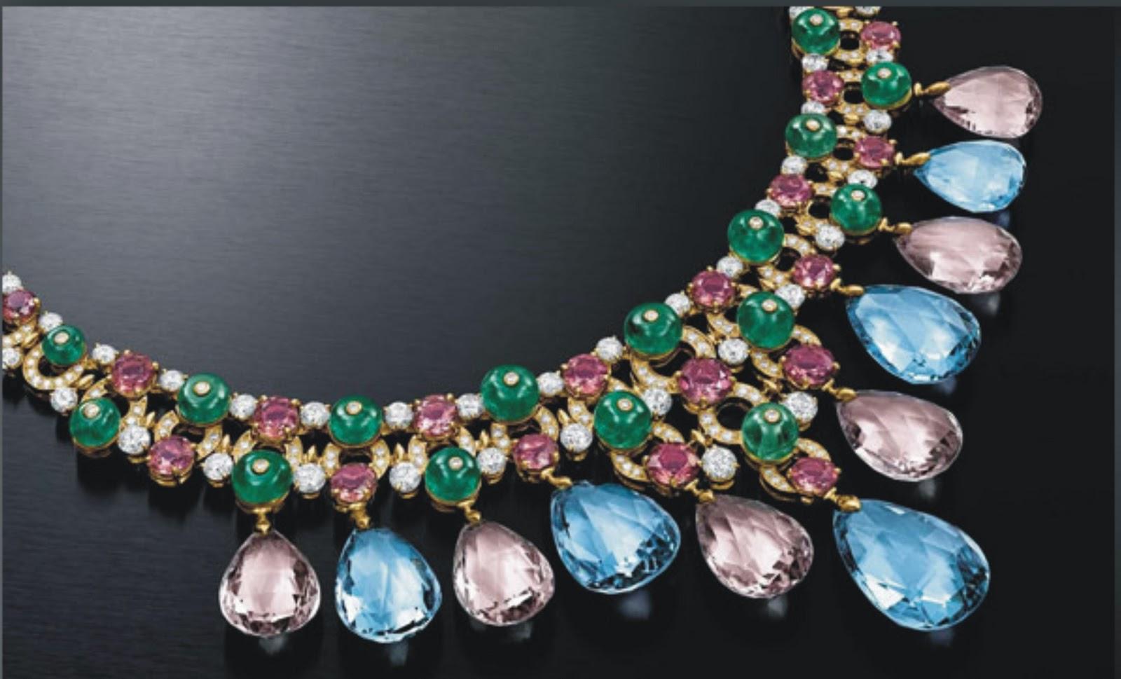 Atualmente a BVLGARI possuí 156 lojas ao redor do mundo, tendo seus  produtos - jóias, relógios, perfumes, artigos em couro, óculos e canetas -  voltados para ... 179dc1b4f5