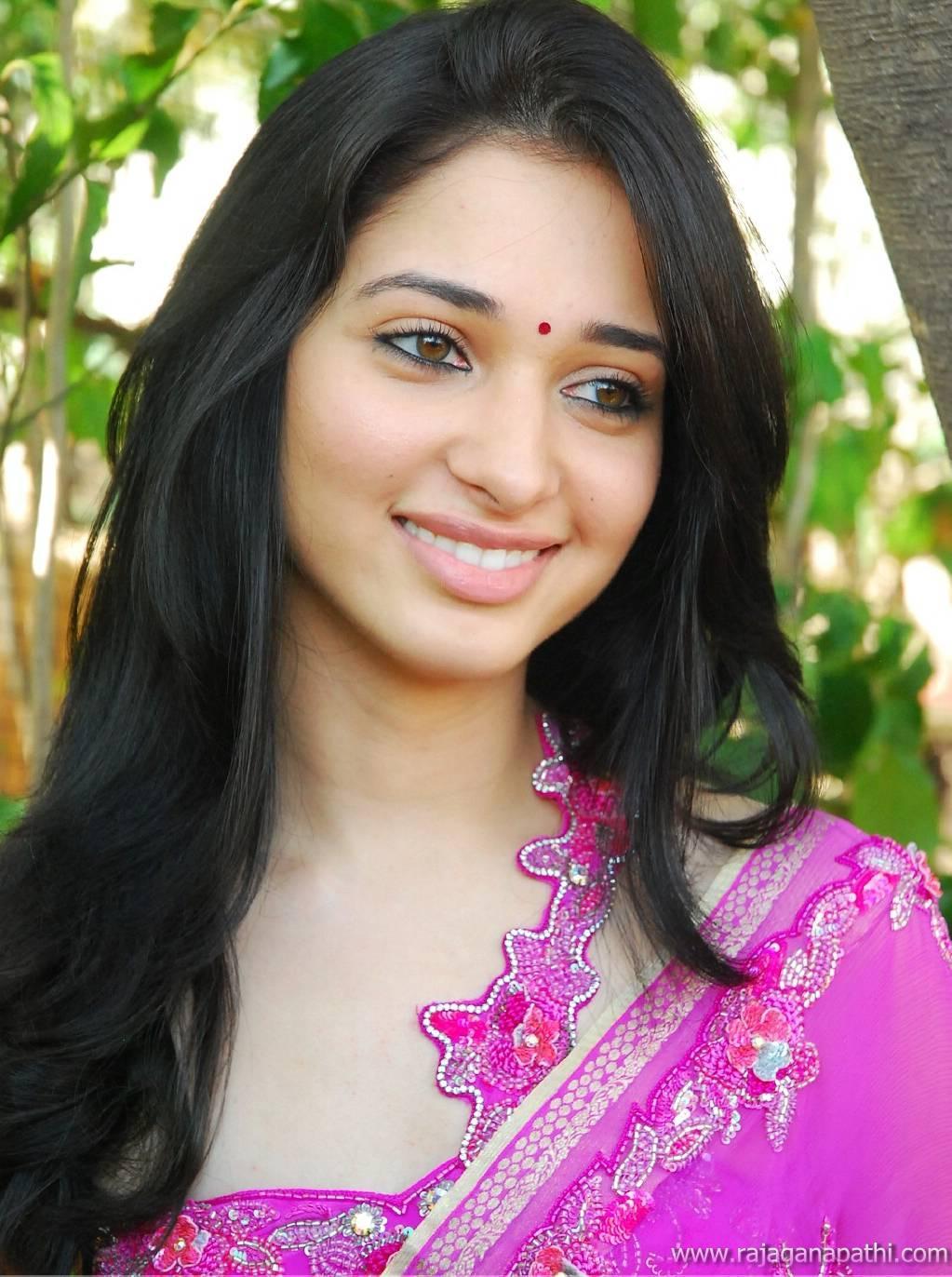 SOUTH ACTRESS TAMANNA BHATIA IN SAREE HOT LATEST PHOTO