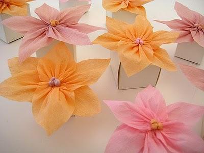 Como hacer flores de papel crepe portal de manualidades - Manualidades de papel para decorar ...