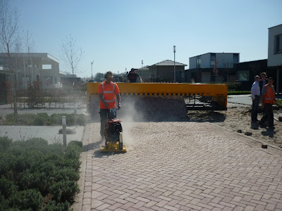Innovative Machine for Building Roads (10) 7