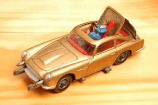 Diecast Toy Car: CORGI TOY JAMES BOND\'s ASTON MARTIN DB5 FROM THE FILM