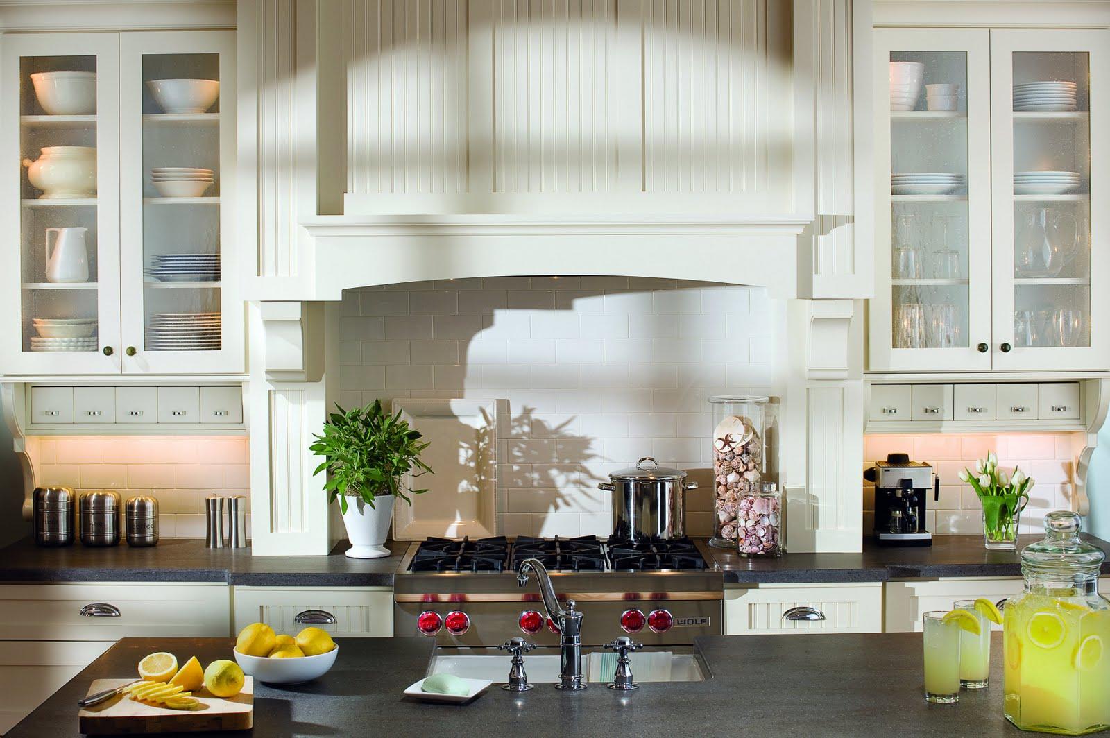 Cottage kitchen home design ideas for Bungalow kitchen layout