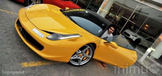 remaja-arab-21-tahun-dengan-mobil-mewahnya.jpg