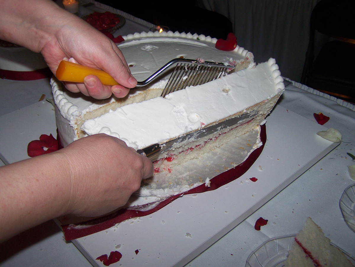how to cut a three tier wedding cake the business of weddings how to cut a wedding cake 15625