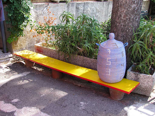 A very thin bench (OK, it's only a shelf...), Quercianella, Livorno