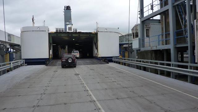 Mucho espacio del ferry de Picton y Wellington está destinado a los vehículos