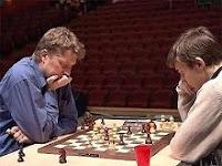 Alexei Shirov contra Sergey Karjakin en la Copa del Mundo de Ajedrez 2007