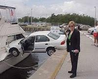 Multa y caída al agua por ir sin cinturón de seguridad