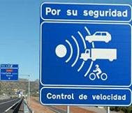 Cartel aviso de proximidad de un punto de control de velocidad o radar