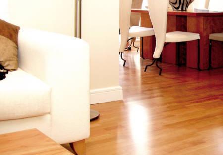 Plastificante para suelos de madera for Decoracion piso madera