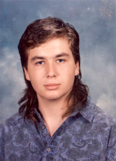 Taglio capelli corti dietro e lunghi davanti uomo