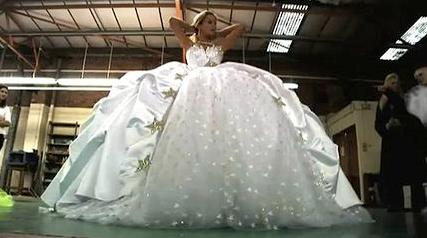 Brit bride wins world´s worst wedding dress - O M G