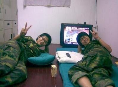 [Image: taiwan+female+soldier3.jpg]