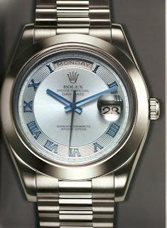 9723b42ae16 Em 1945 o Rolex foi o primeiro relógio a exibir em seu mostrador o dia do  mês e onze anos mais tarde em 1956 passou a indicar o dia da semana.