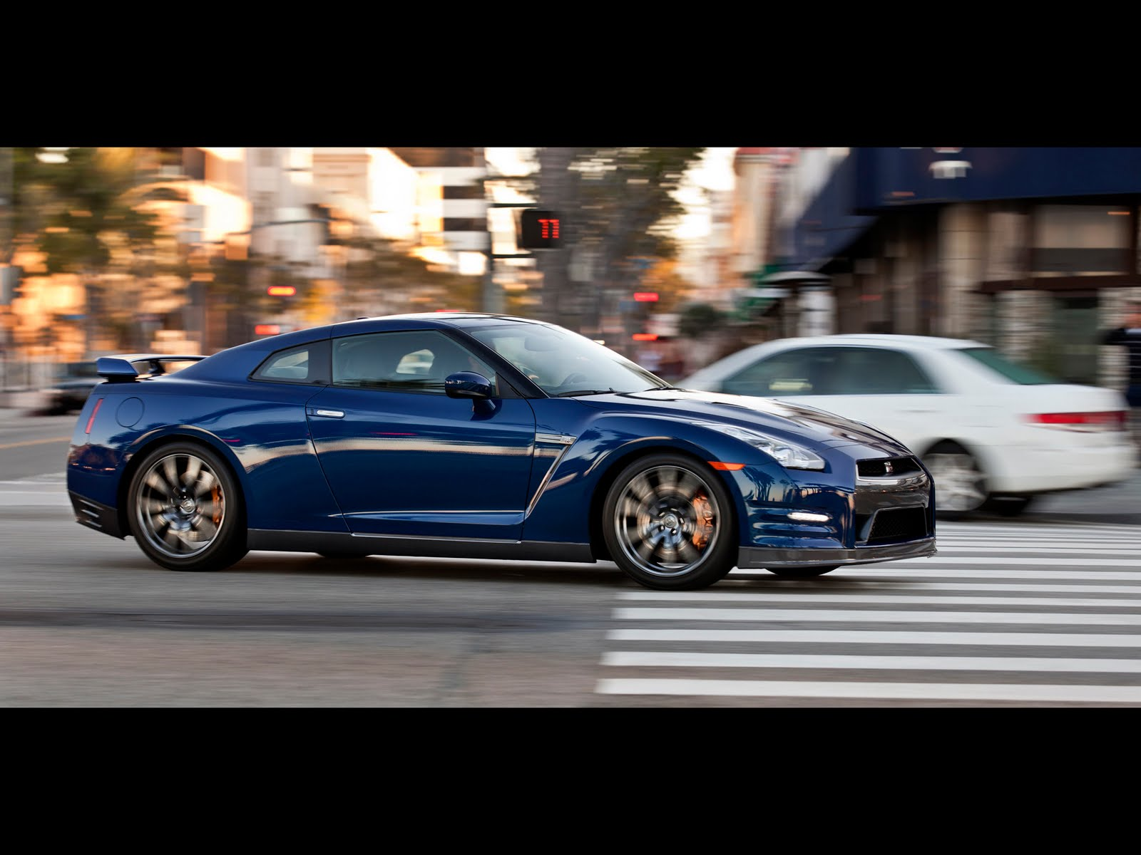 HV Supercars 2012 Nissan GT R Specs prices and video